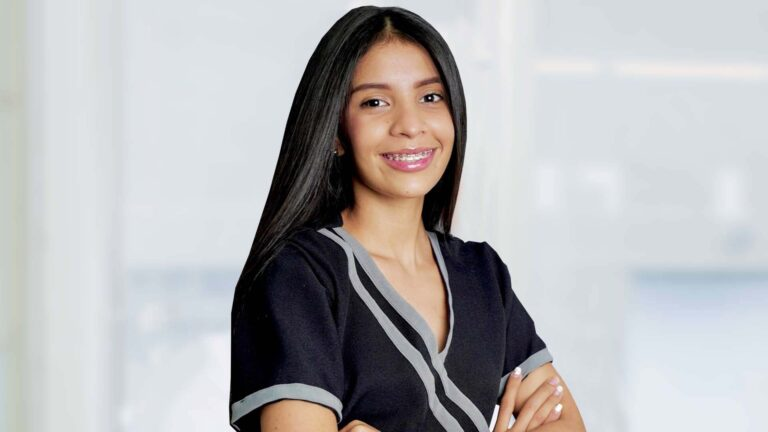Karen Fajardo Auxiliar de Odontología
